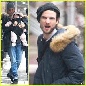 Sienna Miller & Tom Sturridge: Snowy Stroll with Marlowe!