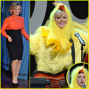 Amy Poehler & Michael Buble: Chicken-eers on 'Fallon'!