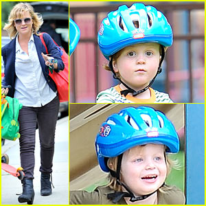 Amy Poehler: Park Playtime with Archie & Abel!