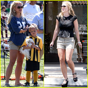 Britney Spears: Nails & Soccer Sunday!