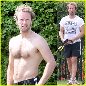 Chris Martin: Shirtless London Workout!