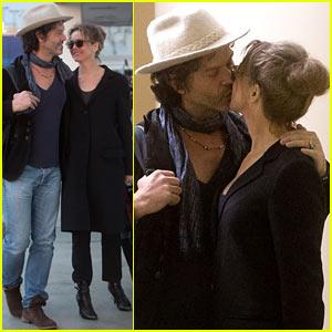 Renee Zellweger & Doyle Bramhall II: Kiss Kiss at LAX!