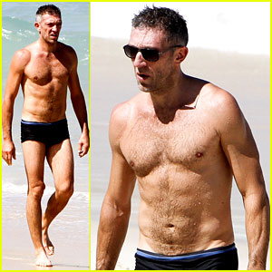 Vincent Cassel: Shirtless Speedo Sexy in Rio!