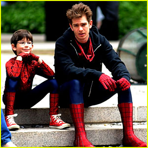 Andrew Garfield Films 'Amazing Spider-Man 2' with Mini-Me!