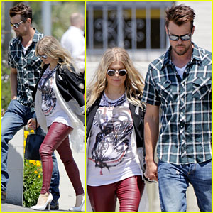 Fergie: Mother's Day Baby Bump with Josh Duhamel!