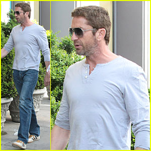 Gerard Butler: NYC Arrival Before Met Ball!