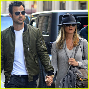 Jennifer Aniston & Justin Theroux Hold Hands in NYC!