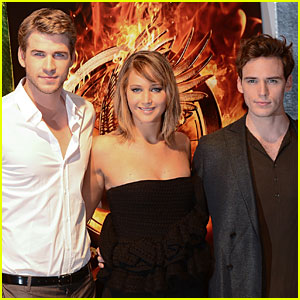Jennifer Lawrence & Liam Hemsworth: 'Catching Fire' Cannes Photo Call!