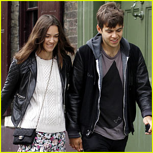 Keira Knightley & James Righton: Newlywed Stroll in London!