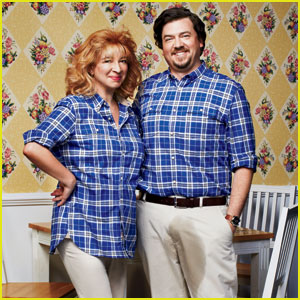 Maya Rudolph &#038; Danny McBride: Awkward Family Photo for 'GQ's Comedy Issue!