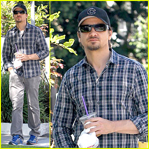 Jeremy Renner: Hollywood Car Wash!