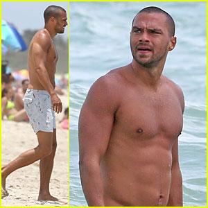 Jesse Williams: Shirtless Miami Vacation!