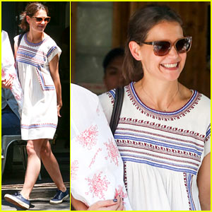 Katie Holmes Carries Flowers Out of Tartine Lunch!