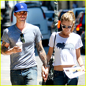 Adam Levine Shaves Beard, Shops with Behati Prinsloo