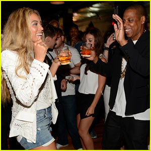 Beyonce & Jay-Z Dance Together at 'Magna Carta' Release Party!