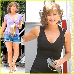 Jennifer Aniston: Adoring Fans on 'Squirrels to the Nuts' Set!