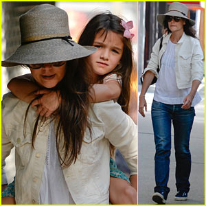 Katie Holmes: Piggyback Ride for Suri!