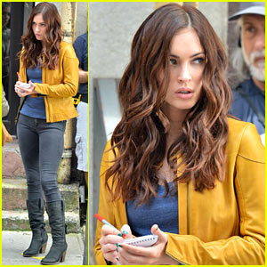 Megan Fox Practices Journalism Skills on 'Teenage...Turtle' Set!