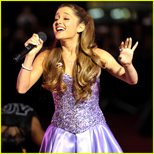 Ariana Grande Performs at MTV VMAs Pre-Show 2013 (Video)