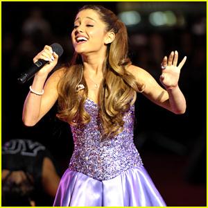 Ariana Grande Performs at MTV VMAs Pre-Show 2013 (Video)
