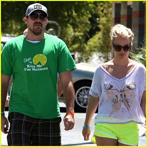 Britney Spears & David Lucado: Tony Roma's Twosome!