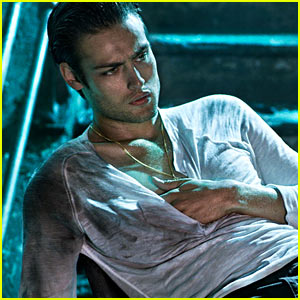 Douglas Booth to 'Fl...