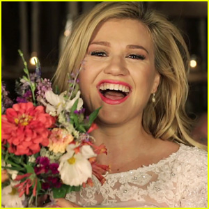 Kelly Clarkson's 'Tie It Up' Video Premiere - Watch Now!