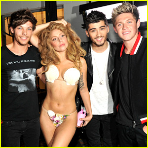 Lady Gaga: Seashell Bikini with One Direction at VMAs 2013!