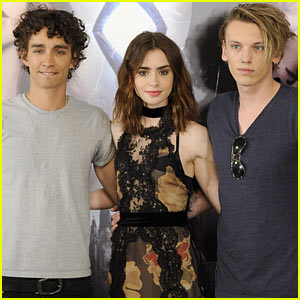 lily-collins-jamie-campbell-bow...