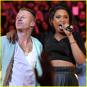 Macklemore & Jennifer Hudson: VMAs 2013 Performance of 'Same Love' - WATCH NOW!