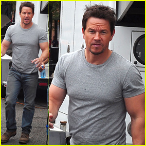 mark-wahlberg-flaunts-big-muscles-on-tra