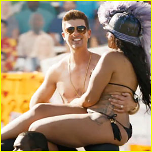 Robin Thicke: Shirtless 'Give It 2 U' Music Video - Watch Now!