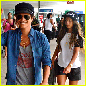 Bruno Mars Steps Out Amid Super Bowl 2014 Rumors!