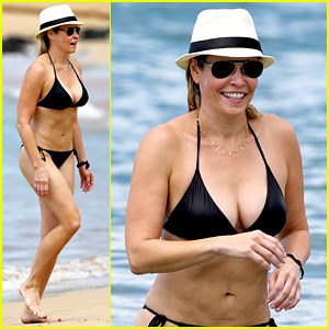 Chelsea Handler Bares Bikini Beach Body in Hawaii!
