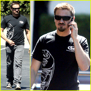 Jeremy Renner Grabs Lunch at Zankou Chicken