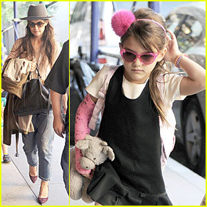 Katie Holmes: Suri Matches Sunglasses with Arm Cast!