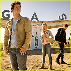 Mark Wahlberg & Nicola Peltz: New 'Transformers 4' Still!