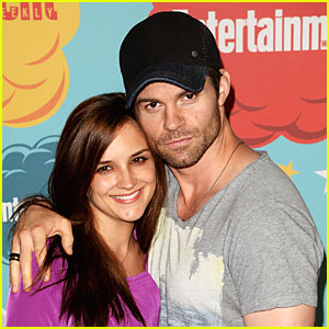 Rachael Leigh Cook & Daniel Gillies Welcome Baby Girl!