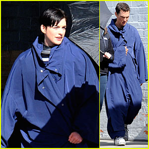 Anne Hathaway & Matthew McConaughey: Blue Robes for 'Interstellar'!