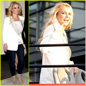 Britney Spears Sightsees on Double Decker Bus in London!