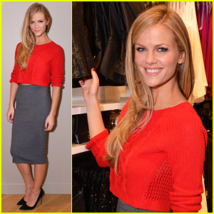 Brooklyn Decker: Express Union Square Grand Opening!