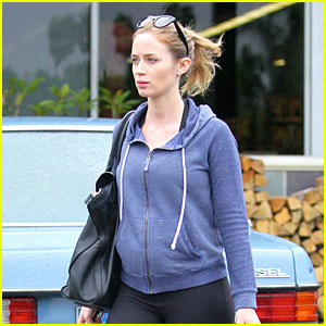 Emily Blunt: Small Baby Bump at Whole Foods!