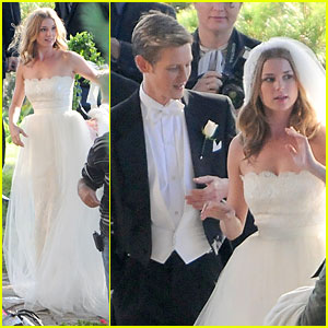 Emily VanCamp: White Wedding Dress for 'Revenge'!