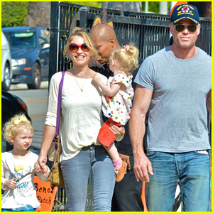 Eric Dane & Rebecca Gayheart: Mr Bones Pumpkin Patch Visit!