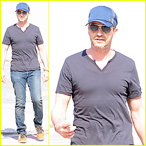 Gerard Butler: Maxfield Shopping Stud!