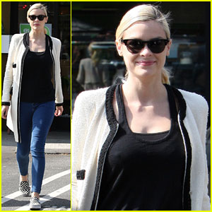 Jaime King: Earth Bar Stop with Mom Nancy