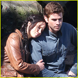 Jennifer Lawrence Leans on Liam Hemsworth for 'Mockingjay'
