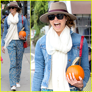 Stacy Keibler: Pumpkin Patch Fun Before Halloween!