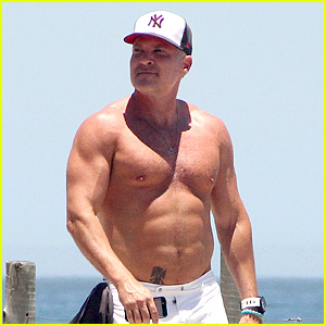 GMA's Sam Champion Continues Shirtless Honeymoon!