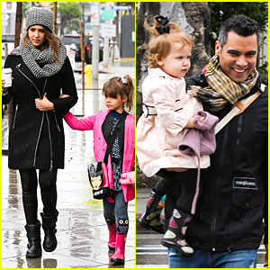 Jessica Alba & Cash Warren: Wet Family Stroll After Thanksgiving!